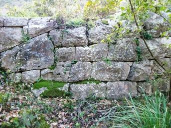 Grancelsa, resti di mura ciclopiche,