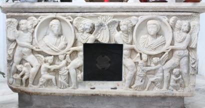 Sarcofago romano che custodisce il corpo di San Bernardo vescovo